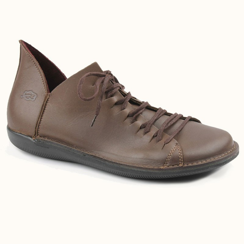 chaussure à lacet de couleur taupe en cuir pleine fleur fabriqué en Europe